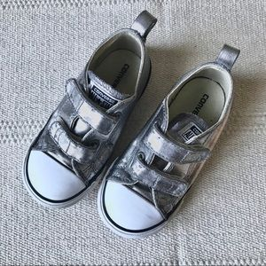 Converse Metallic infant 9 Velcro sneaker